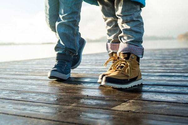 På jakt efter nya skor till barnen  Här har vi samlat alla våra skor för  barn och juniorer samt information som är bra att ha när man ska köpa skor  till ... 9f3c80255f34b